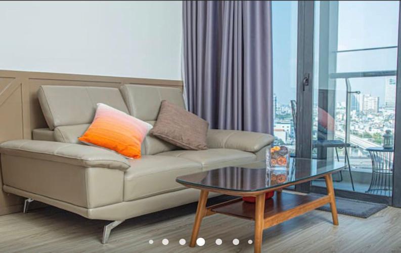Phòng khách Vinhomes Golden River, Quận 1 Căn hộ Vinhomes Golden River tầng trung, view Landmark 81.