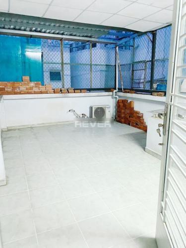 Sân thượng nhà Nơ Trang Long  Nhà phố hẻm Bình Thạnh, sân thượng rộng, nội thất cơ bản.