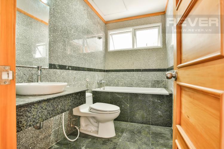 Toilet 2 Căn góc Phú Hoàng Anh 3 phòng ngủ tầng trung tòa B2 nội thất cơ bản