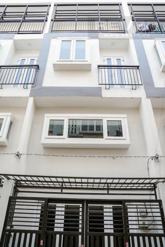 Mặt Tiền Cho thuê nhà 42m2, 2 lầu, 3 PN 3WC nằm trong khu dân cư đông đúc huyện Nhà Bè