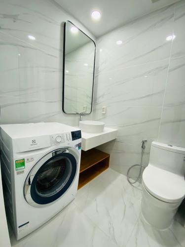 Nhà vệ sinh căn hộ Saigon South Residences Căn hộ Saigon South Residences tầng trung, đầy đủ nội thất