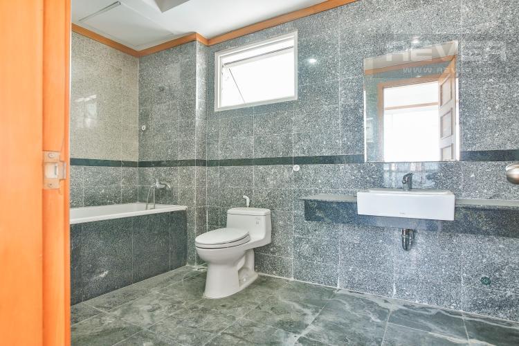 Toilet 1 Căn góc Phú Hoàng Anh 3 phòng ngủ tầng trung tòa B2 nội thất cơ bản