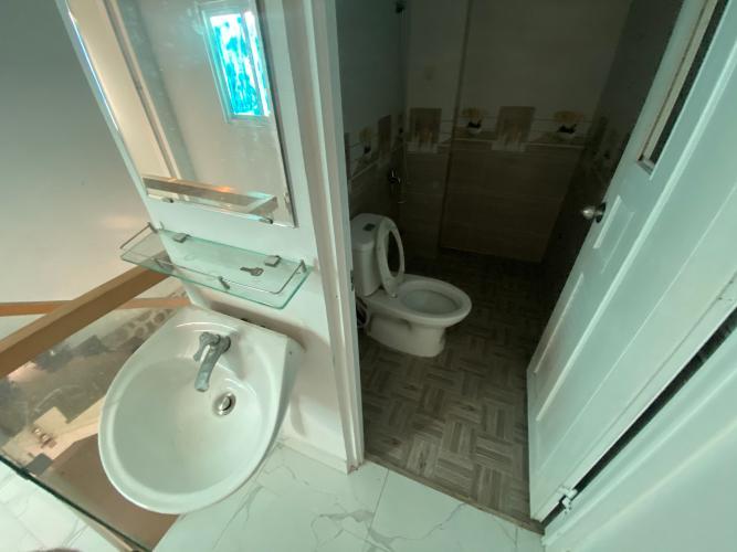 Phòng tắm nhà phố Bình Tân Nhà phố hướng Đông Nam diện tích đất 64m2, gần Aeon Mall.