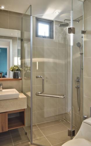 Toilet căn hộ DIAMOND ISLAND - ĐẢO KIM CƯƠNG Căn hộ Diamond Island - Đảo Kim Cương 2PN, diện tích 72m2, đầy đủ nội thất, view thoáng