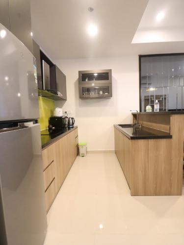 Phòng bếp căn hộ The Tresor Căn hộ tầng cao The Tresor nội thất đầy đủ view thành phố thoáng mát.