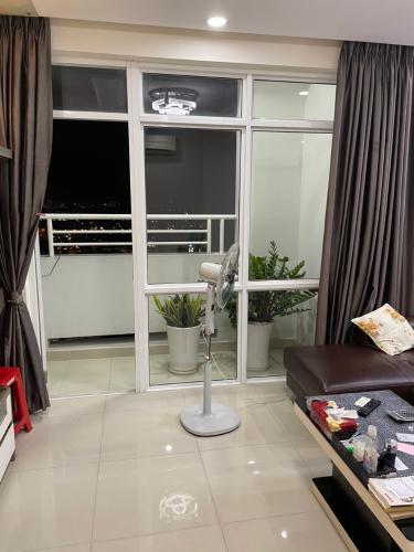 Phòng khách căn hộ Him Lam Chợ Lớn, Quận 6 Căn hộ Him Lam Chợ Lớn hướng Đông Nam, view thành phố tầng cao.