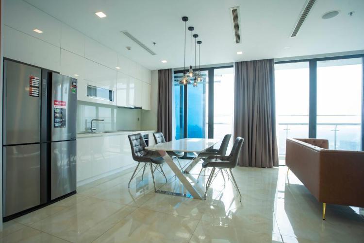 Căn hộ tầng cao Vinhomes Golden River đầy đủ nội thất.