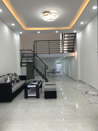 Bán nhà phố 1 trệt- 1 lửng đường Bùi Văn Ba, phường Tân Thuận Đông, quận 7, diện tích đất 37.9m2, diện tích sàn 75.9m2.