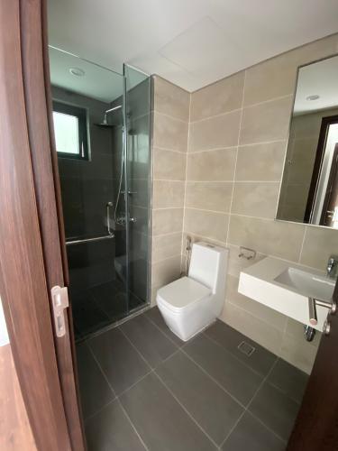 Toilet One Verandah Căn hộ One Verandah 2 phòng ngủ, nội thất cơ bản.