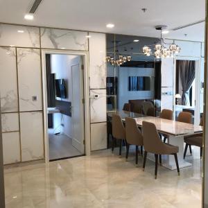 Căn hộ Vinhomes Golden River nội thất đầy đủ, tầng cao.