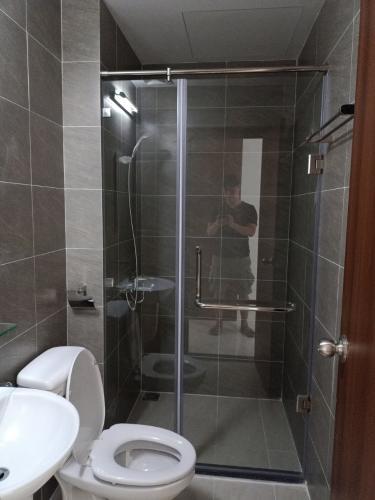 Phòng tắm căn hộ Green River, Quận 8 Căn hộ Green River hướng ban công Đông Nam, view nội khu.