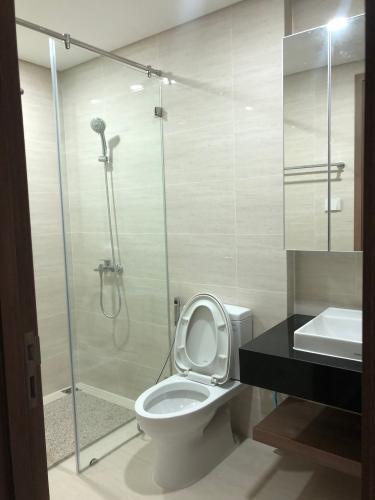 Toilet Opal Saigon Pearl, Bình Thạnh Căn hộ Opal Saigon Pearl nội thất đầy đủ, view thành phố.