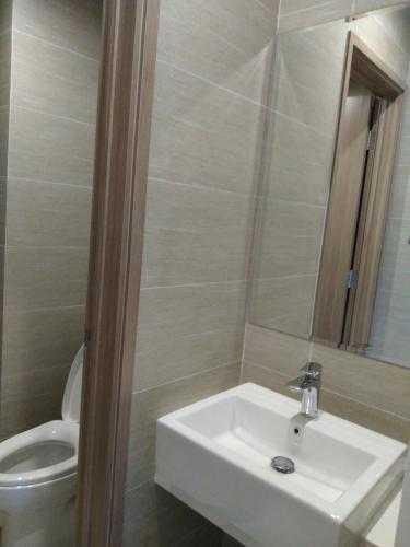 Nhà wc căn hộ Vinhomes Grand Park Căn hộ Vinhomes Grand Park tầng 31, view thành phố, tiện ích đa dạng.