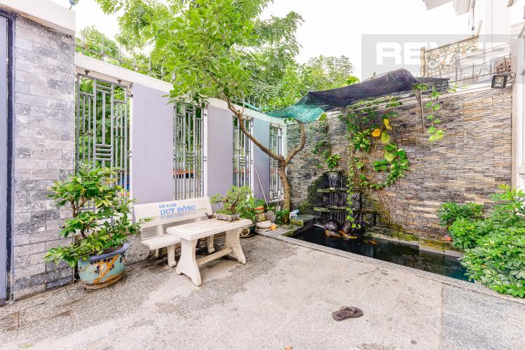 Sân vườn Khu biệt thự Tấn Trường, phường Phú Thuận Quận 7