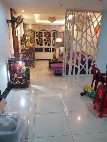 Căn hộ tầng 6 chung cư Chánh Hưng - Giai Việt bàn giao nội thất cơ bản.