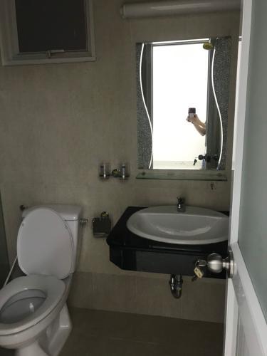 Phòng tắm căn hộ chung cư Tara Residence, Quận 8 Căn hộ chung cư Tara Residences nội thất cơ bản, view thành phố.