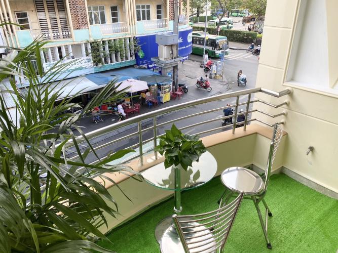 View ban công nhà phố Đỗ Quang Dầu, Quận 1 Nhà phố homestay hướng Đông Nam, gần công viên 23 tháng 9.