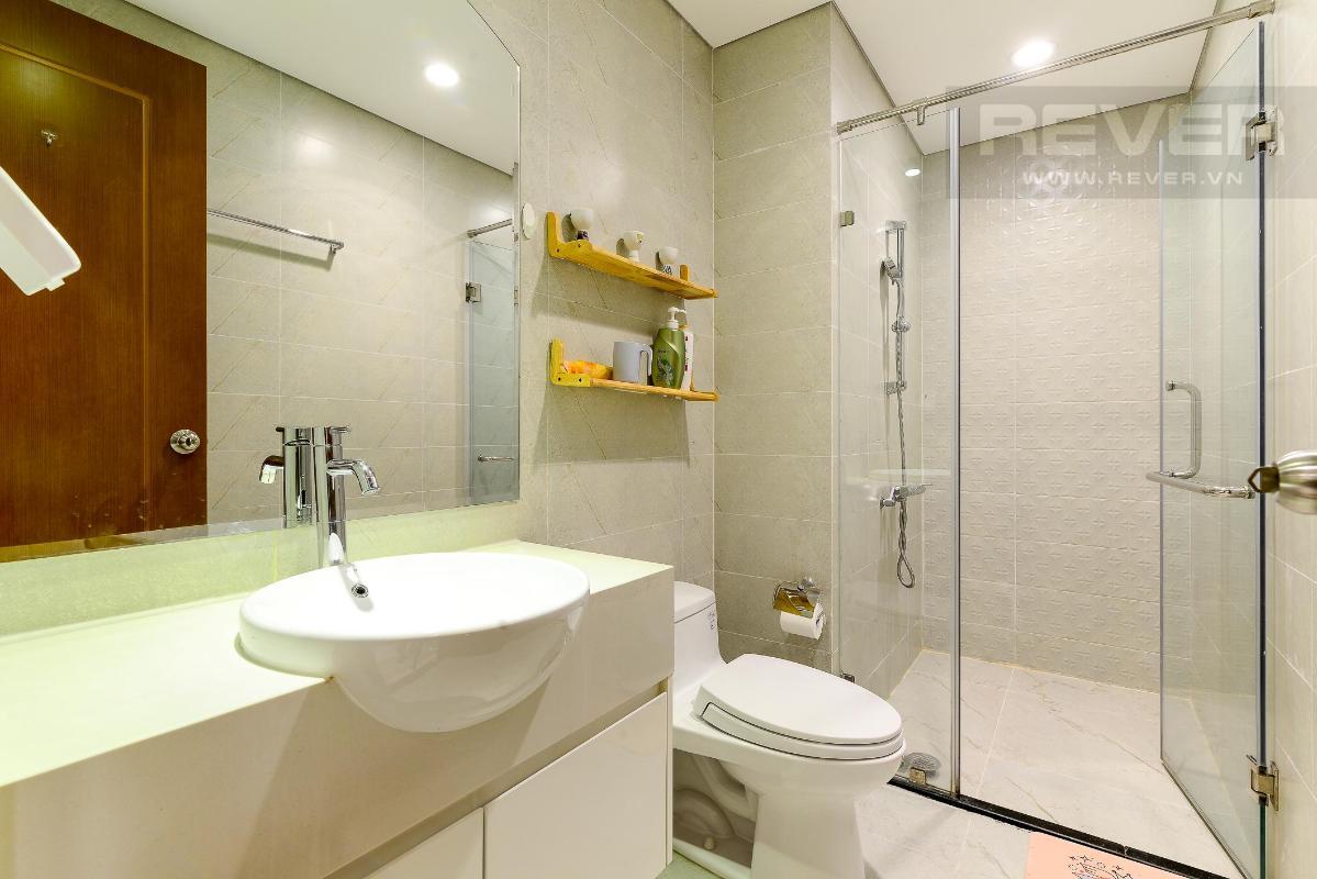 Nhà vệ sinh Cho thuê căn hộ Vinhomes Central Park 1PN, tháp Landmark 5, đầy đủ nội thất, view Pearl Plaza