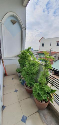 Ban công nhà phố Linh Xuân, Thủ Đức Nhà phố mặt tiền Thủ Đức, thích hợp đầu tư kinh doanh.