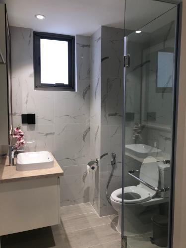 Nhà vệ sinh Saigon South Residence  Căn hộ Saigon South Residence tầng trung, đầy đủ nội thất hiện đại.