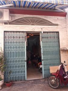 Bán nhà 2 tầng hẻm Trần Xuân Soạn, Quận 7, sổ hồng, cách cầu Rạch Ông 100m