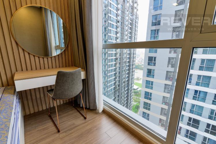 View Phòng Ngủ 1 Căn hộ Vinhomes Central Park tầng cao, 2PN, đầy đủ nội thất, view hồ bơi