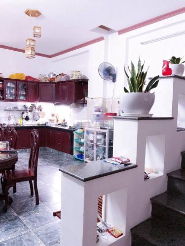 Bếp nhà phố quận Bình Thạnh Nhà hẻm Q Bình Thạnh có 2 mặt đường, có chỗ đậu xe, nội thất đầy đủ.
