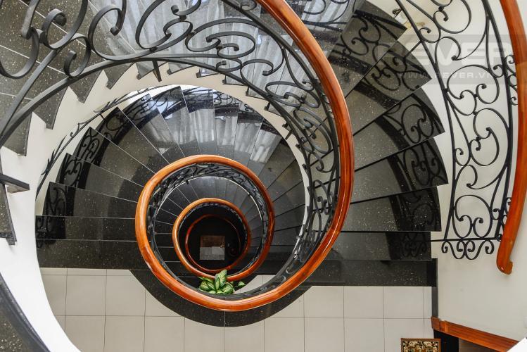 Cầu thang Nhà phố 10 phòng ngủ đường Lê Hữu Kiều Bình Trưng Tây Quận 2