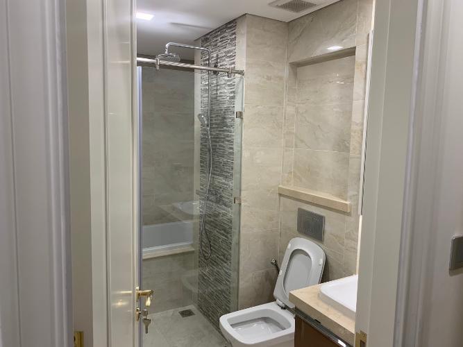 toilet Căn hộ tầng trung Vinhomes Golden River hướng Đông Bắc.