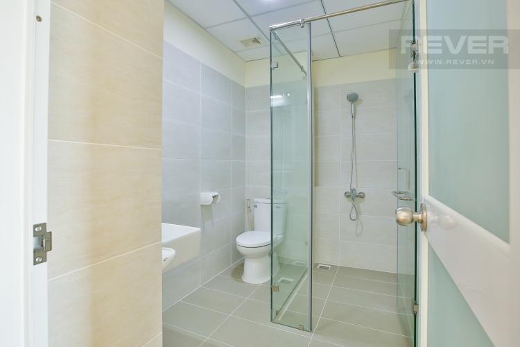 Toilet Căn hộ Flora Fuji tầng trung diện tích 56m2 gồm 1 phòng ngủ, nội thất trống rỗng
