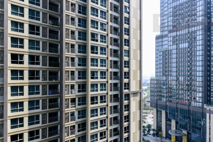 View Căn hộ Vinhomes Central Park tầng trung, tháp Landmark 5, 2PN đầy đủ nội thất