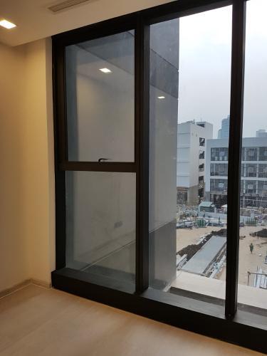 Không gian căn hộ vinhomes Golden River , Quận 1 Căn hộ Vinhomes Golden River tầng 2 view thoáng mát, nội thất cơ bản.