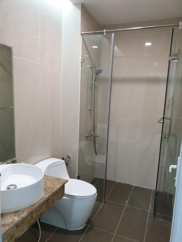 Phòng tắm Golden King Quận 7 Căn hộ Office-tel Golden King hướng Đông Nam, view thành phố.