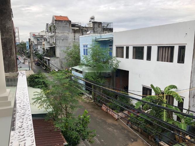 Đường trước nhà phố Trường Lưu, Quận 9 Nhà phố hẻm 6m hướng Đông, thiết kế đại sang trọng.