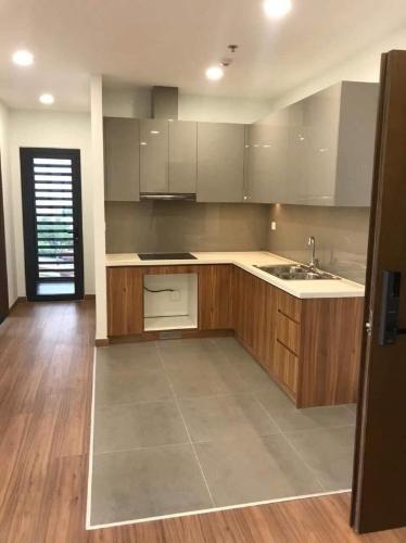 Bán căn hộ Eco Green Saigon tầng thấp, sàn lót gỗ, nội thất cơ bản.