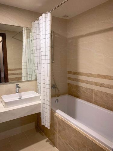 Phòng tắm Saigon Royal, Quận 4 Căn hộ Saigon Royal đầy đủ nội thất, view tầng cao thoáng mát.