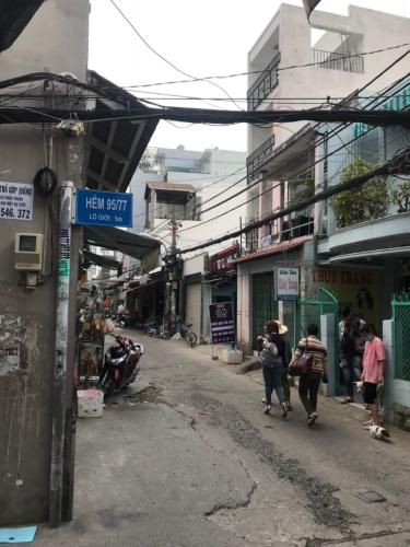 Hẻm nhà phố đường Lê Văn Lương, Quận 7 Nhà phố hướng Nam nội thất cơ bản, bàn giao ngay sổ hồng.