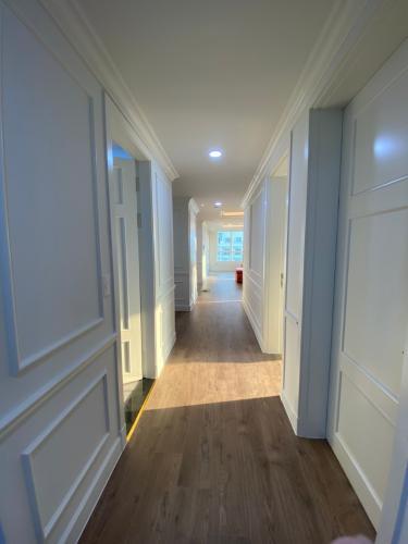 Lối đi Căn hộ THE MANOR Bán căn hộ The Manor 3PN tầng thấp, diện tích rộng rãi 164.65m2, đón sáng đón gió