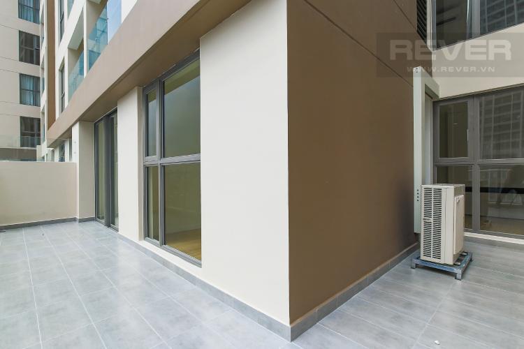 Balcony Cho thuê căn hộ Masteri Millennium tầng trung, 2PN, có ban công