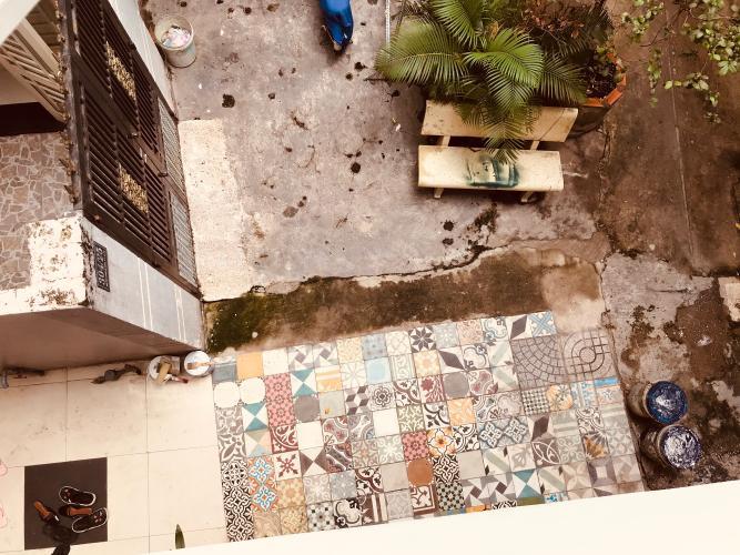 Bên trong nhà phố Thích Quảng Đức, Phú Nhuận Nhà phố hẻm hướng Tây Nam, có sân trước rộng rãi, bàn giao sổ hồng.