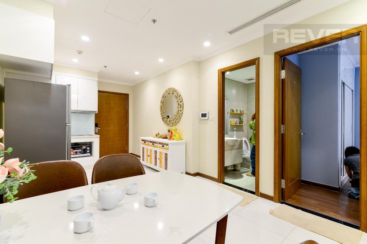 Phòng khách Cho thuê căn hộ Vinhomes Central Park 1PN, tháp Landmark 5, đầy đủ nội thất, view Pearl Plaza