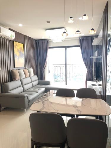 Phòng khách Saigon Royal, Quận 4 Căn hộ Saigon Royal tầng cao, view đường Bến Vân Đồn.