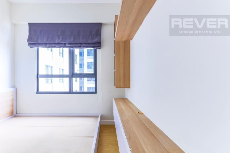 Tủ kệ TV treo tường ở phòng ngủ 1 Căn hộ Masteri Thảo Điền tầng cao T4B 2 phòng ngủ nội thất đầy đủ