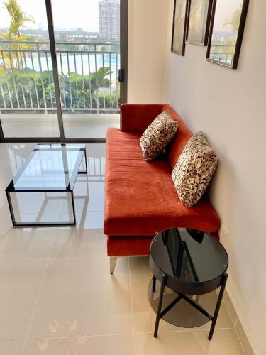 Phòng khách The Sun Avenue Căn hộ Officetel The Sun Avenue view nội khu hồ bơi, nội thất cơ bản.