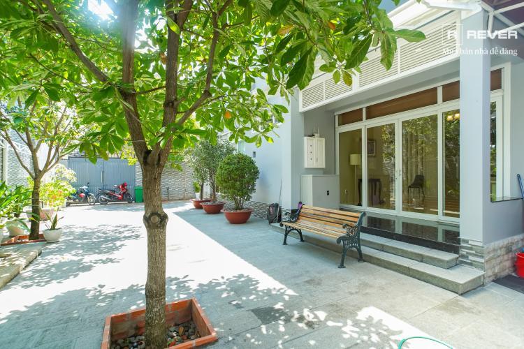 Cho thuê biệt thự đường Thảo Điền, Quận 2, trong khu Compound Fideco, có sân vườn rộng xanh mát, đầy đủ nội thất