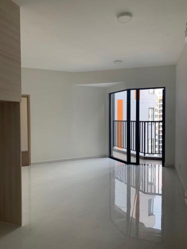 phong khách Safira Khang Điền Bán căn hộ Safira Khang Điền sàn lót gỗ, nội thất cơ bản.