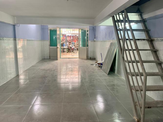 Phòng khách căn hộ chung cư Tân Quy Căn hộ chung cư Tân Quy bàn giao nội thất cơ bản, hướng Đông.
