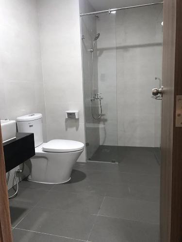 Toilet căn hộ MIZUKI PARK Cho thuê căn hộ Mizuki Park 2PN, diện tích 77m2, nội thất cơ bản, hướng ban công Đông Nam