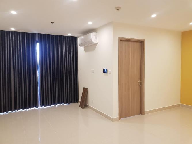 Phòng khách căn hộ Vinhomes Grand Park Căn hộ Vinhomes Grand Park nội thất cơ bản, view nội khu hồ bơi.