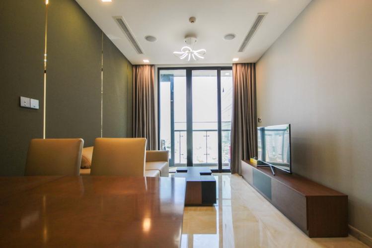 phòng khách Căn hộ tầng cao Vinhomes Golden River hướng Đông Bắc mát mẻ.